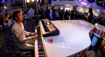 Swingend openingsfeest met swinging piano's